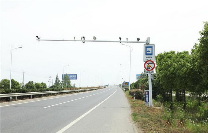 9米悬臂电子警察杆