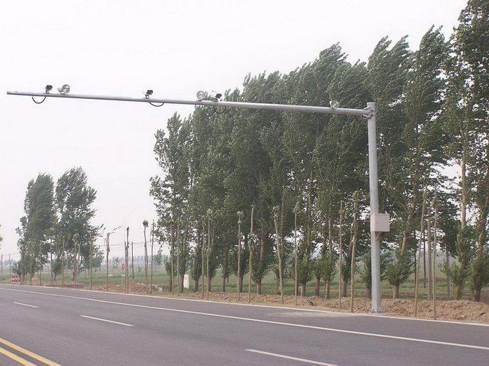 12米悬臂电子警察杆